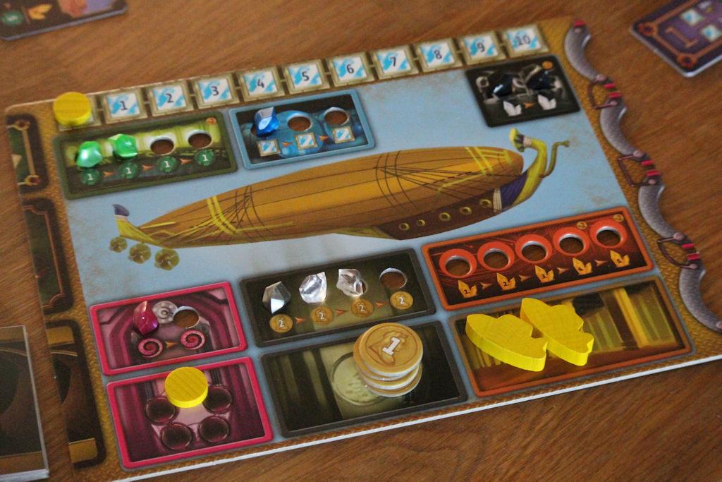 """Keltaisen pelaajan ilmalaiva ja """"moottorit"""" tarkemmassa syynissä. Mihin pitäisi keskittyä tässä vaiheessa... siinäpä pulma?"""