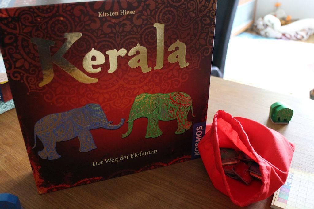 Keralan pelilaatikko - yksinkertaisen tyylikäs ja sitä kooltaan sitä perinteistä Kosmoksen kokoa.
