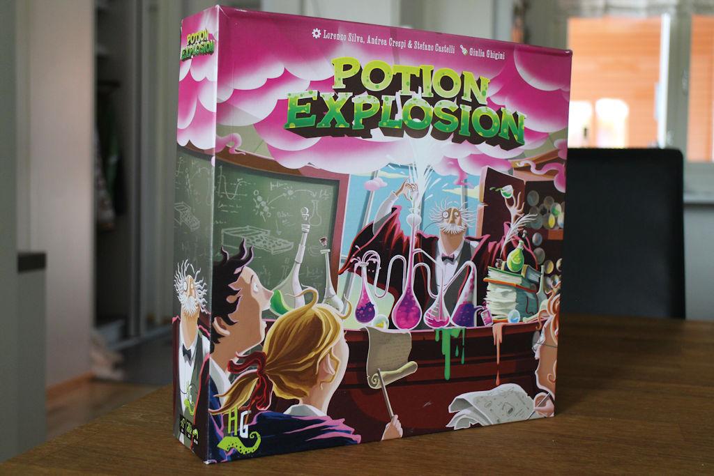 Kansikuva on humoristinen. No, ei Potion Explosionia pidä muutenkaan liian vakavasti ottaa.