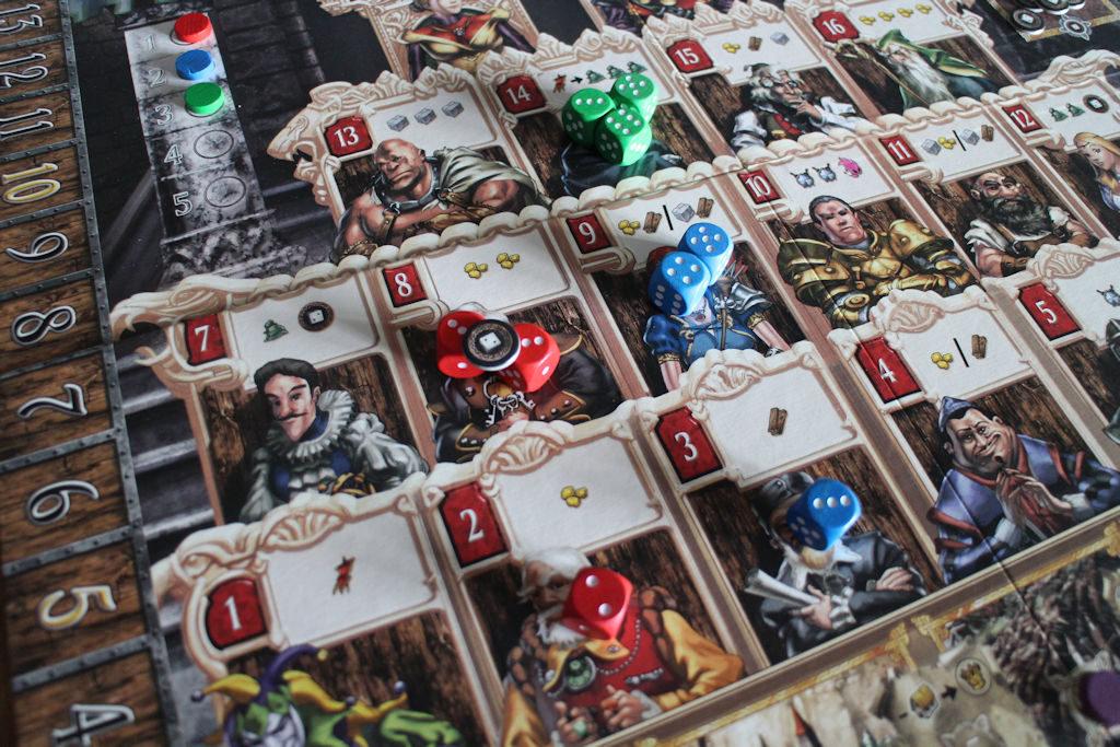 Neuvonantajian valintaa. Punainen pelaaja saa kolme kultaa. Sininen vastaavasti puun sekä kulta-puu- tai kivi-puu- yhdistelmän. Vihreä pelaaja vaihtaa voittopisteen kolmeen vapaavalintaiseen resurssiin.