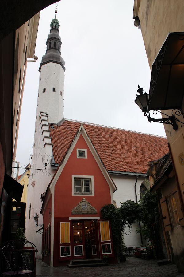 Tallinnan vanhakaupunki toimii aikakoneen tavoin...