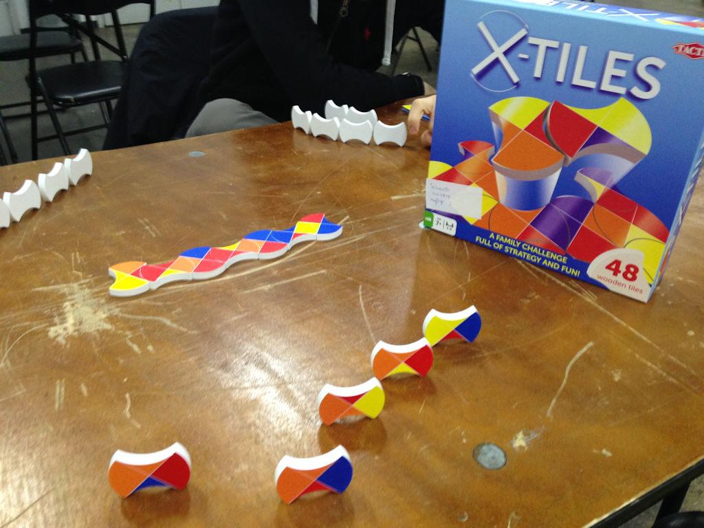 X-Tiles näyttää mielenkiintoiselta, mutta peli jää puuttumaan.