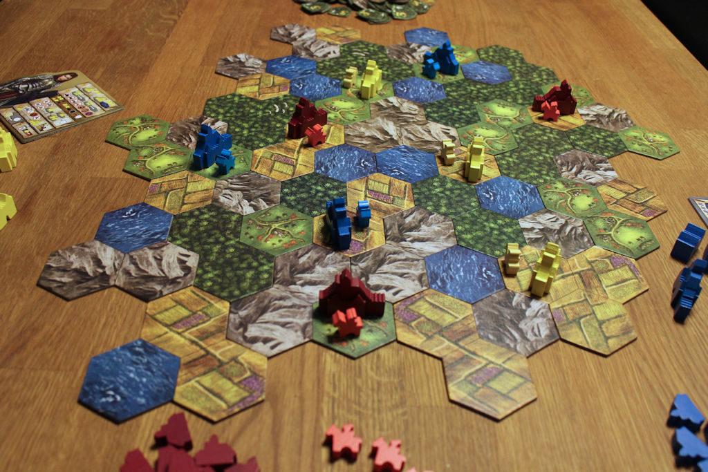 Baronyn alku muistuttaa sikäli 'Catanin uudisasukkaita', että peliä ei voita linnoja aseteltaessa, mutta sen voi kyllä hävitä jo tässä vaiheessa.