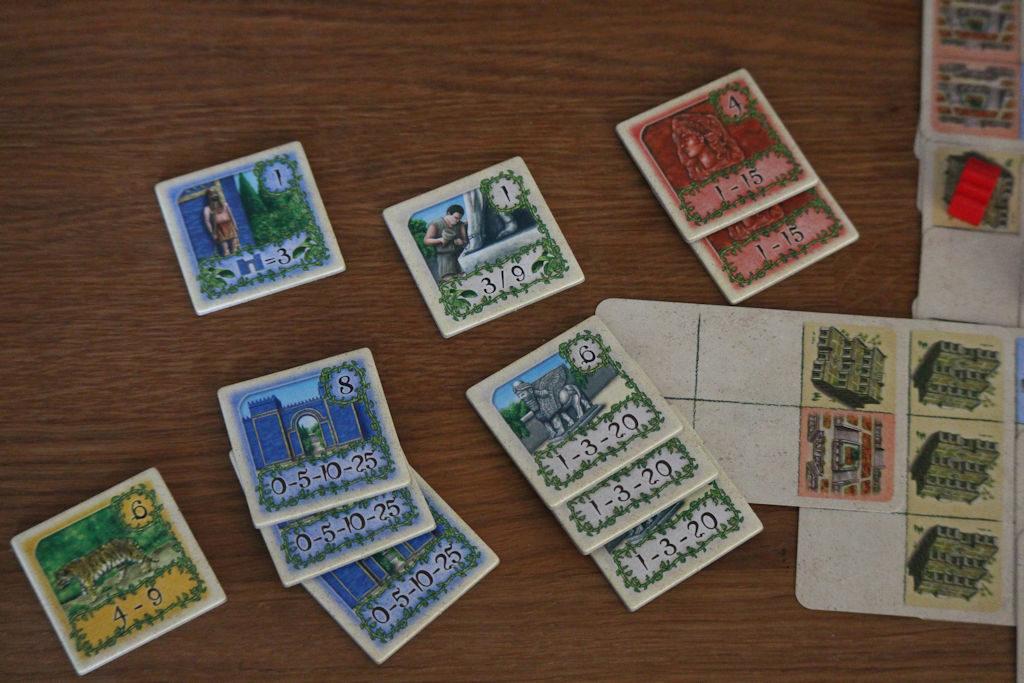 Pelaajan loppupisteet: punaisista 15p, harmaista 29p, sinisistä 22p ja oranssista 4p = 70p ja kakkossija.