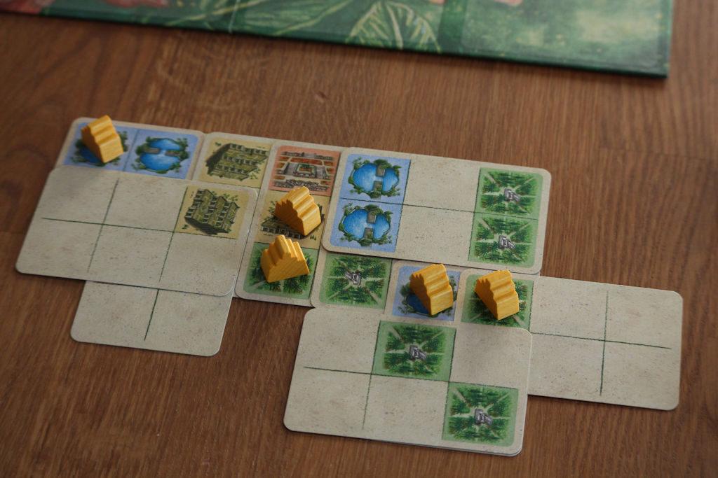Viisi temppeliä saatu peliin. Tästä lähtien alkaa temppelien siirtely.