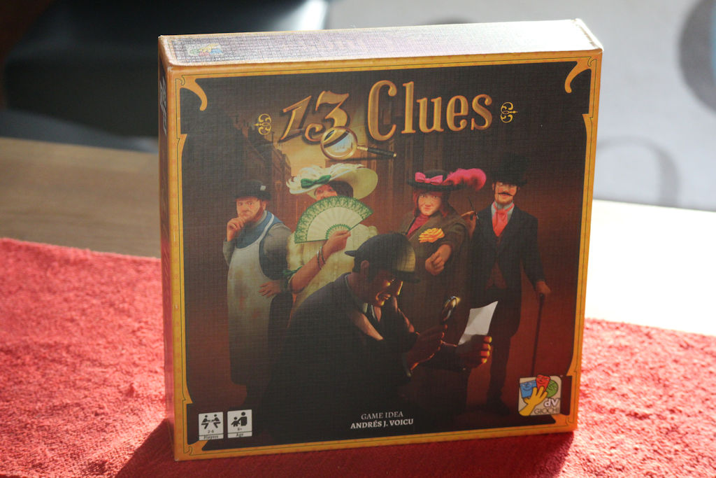 13 Clues -kansikuva on ainakin omaan silmääni hivenen köppäisen näköinen. Voisi siis olla monta astetta myyvämpikin.