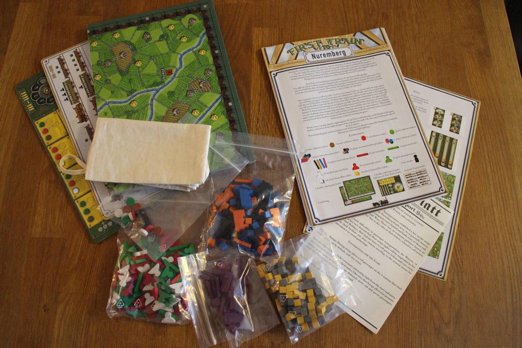 Pelin komponenttimäärä on melkoinen, vaikka laatikko on varsin kompakti.