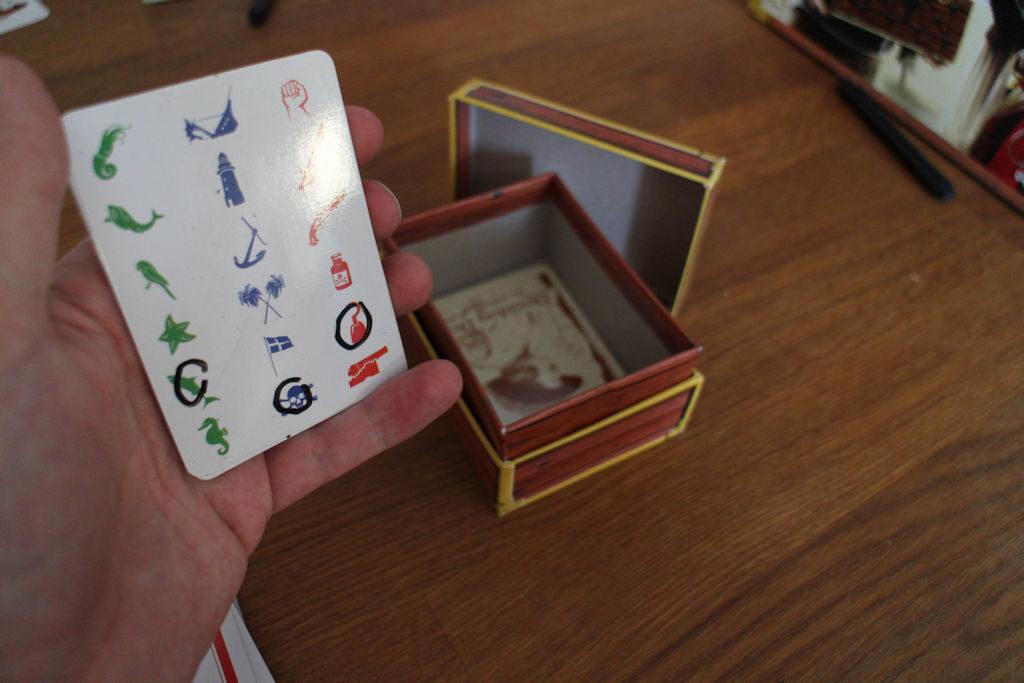 ...näistä koordinaateista löytyy toivottavasti jotakin. Ja kortti alassuin arkkuun...