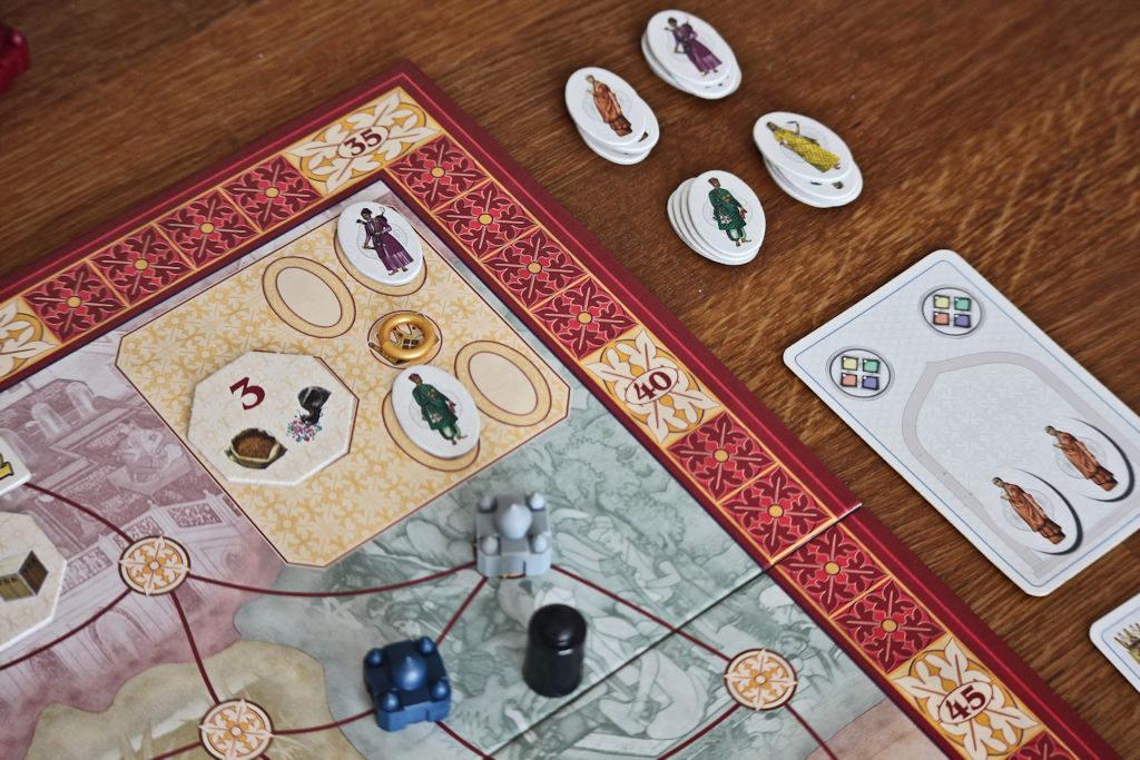 Hallinnosta on jo napattu kaksi bonuslätkää, mutta vielä taistellaan vihreästä, violetista, kruunupäästä ja norsuista.