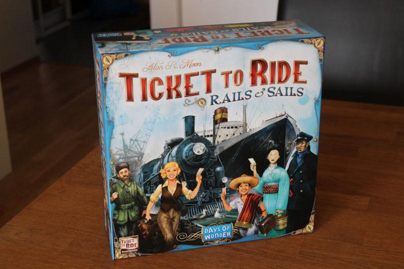 Junia ja laivoja ja matkalippuja = Ticket to Ride: Rails & Sails.