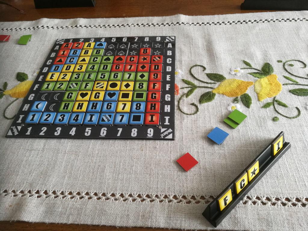 Peli lopussa. Keltaisen pelaajan pisteet Blockers!:n pisteenlaskulla 4: kaksi alueista ja kaksi syödyistä (sinisia ja keltaisia molempia eniten syötynä, molemmista kaksi).
