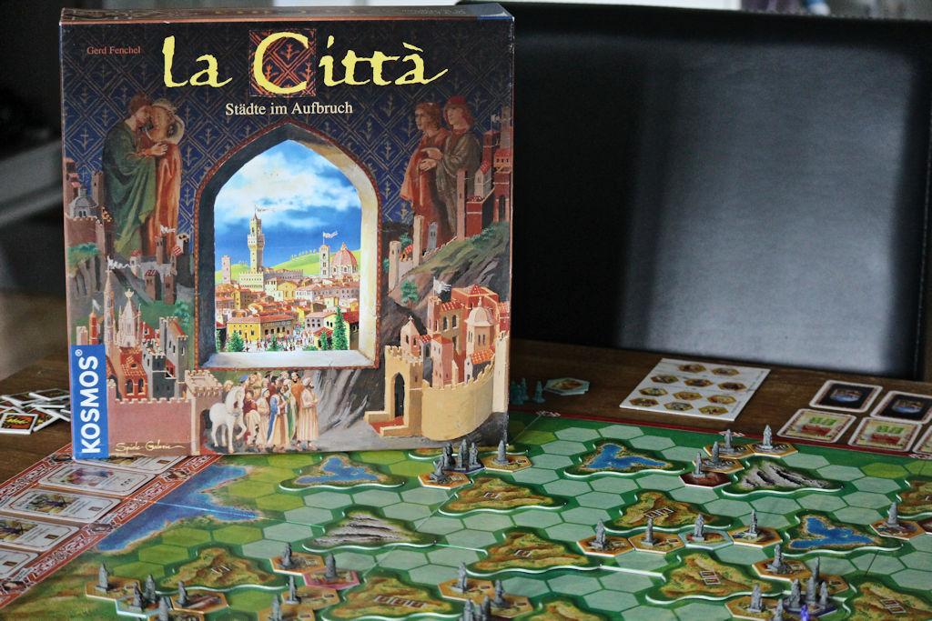 La Citta ja sen tummanpuhuva kansi.