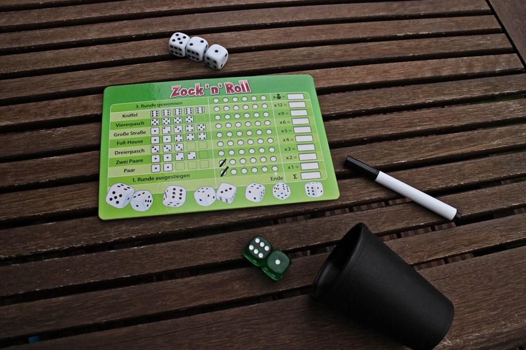 Vihreä pelaaja skippaa samantien. Tästä saa silti ruksia omasta pistelaudasta 'Pari' ja 'Luovutin heti alussa' -kohdat. Tarkoittaa siis kolmea pistettä!