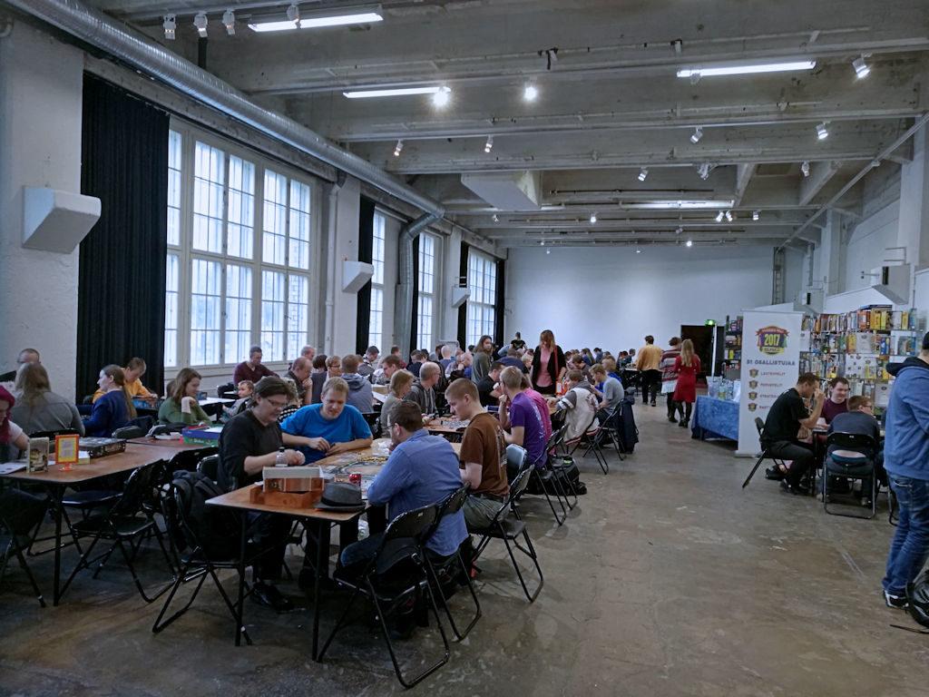 Pelipöydät olivat kovassa käytössä erityisesti lauantaina - vapaat pöydät olivat kortilla iltapäivästä. Mikä positiivinen tilanne!