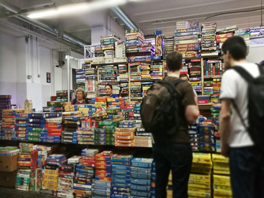 Ensimmäisillä kerroilla nämä käytettyjen pelien kauppiaiden hyllyt saavat haukkomaan henkeä: pelejä on tarjolla todella paljon.