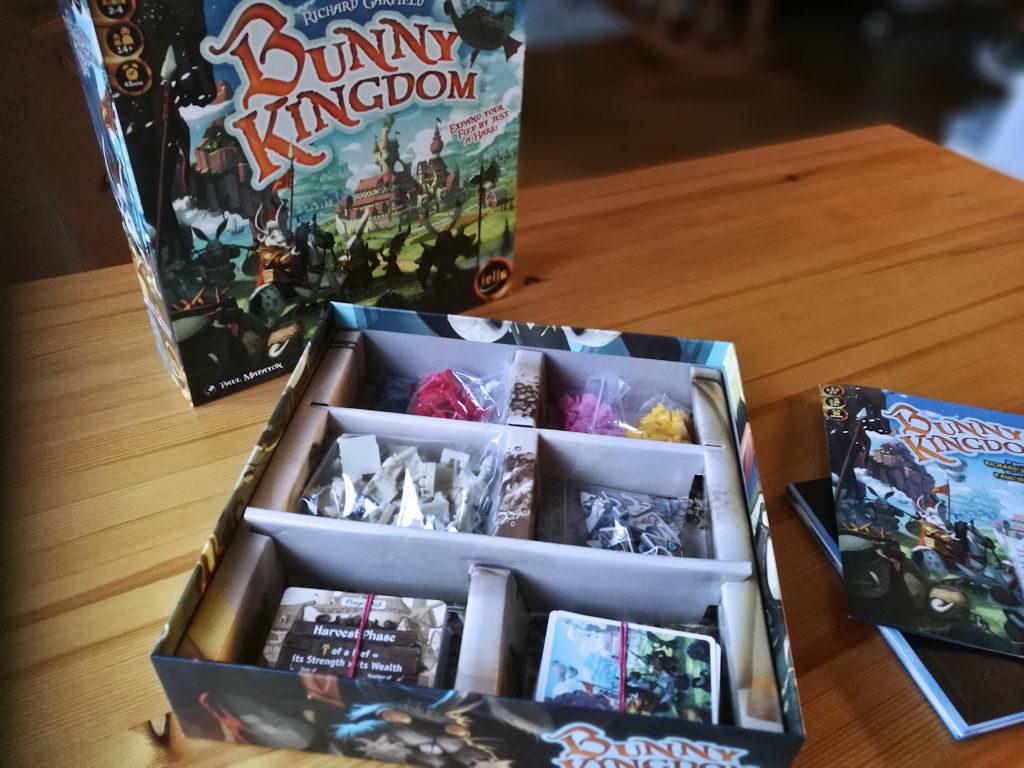 Bunny Kingdomin laatikkoon osat sujahtavat mukavasti.