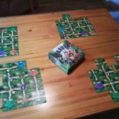 Kompaktiin laatikkoon ympätty viidakkoseikkailu. Karuba-korttipeli.