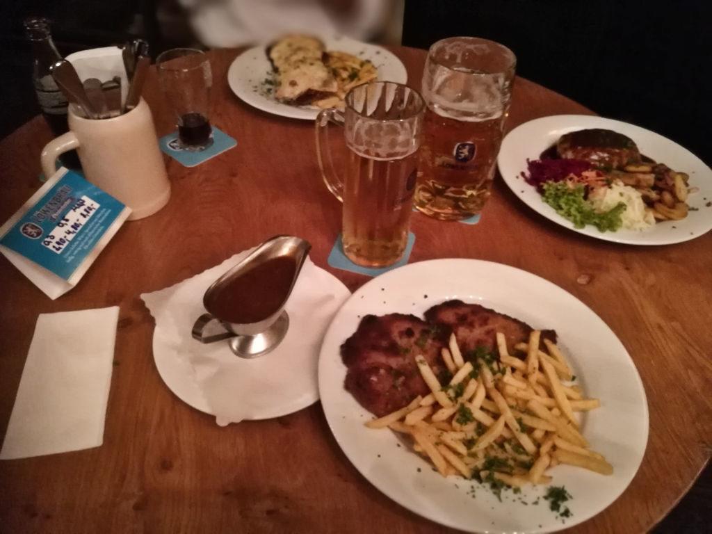 Mikäs se on Saksan reissu, jos ei edes yhtä Schnitzel-ateriaa saa?