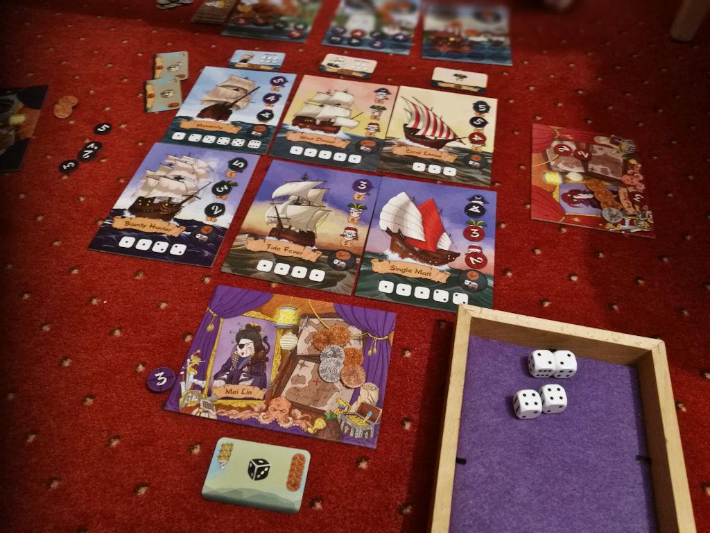 Skull Port on vaihteeksi yksi Yatzy-henkinen peli, nyt merkkariteemalla.