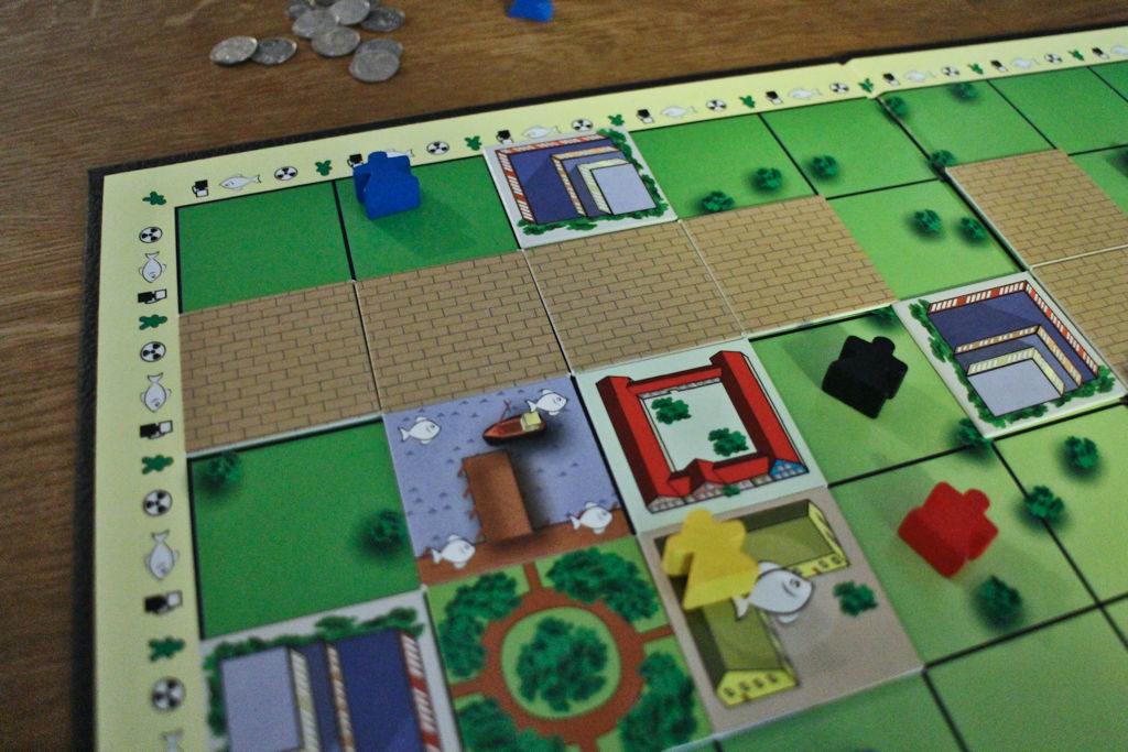 Jatkoa edellisestä kuvasta: tie jyrää altaan vihreän pelaajan tonttivaraukset. Lähti siitä yksi mustakin (mutta siihen ei enää rakentaa saanutkaan).