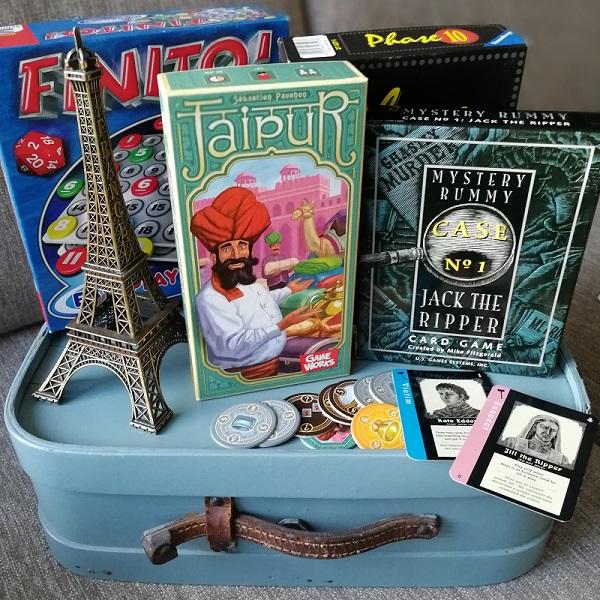 Kompaktit pelit kulkevat matkassa siinä missä kirjatkin.