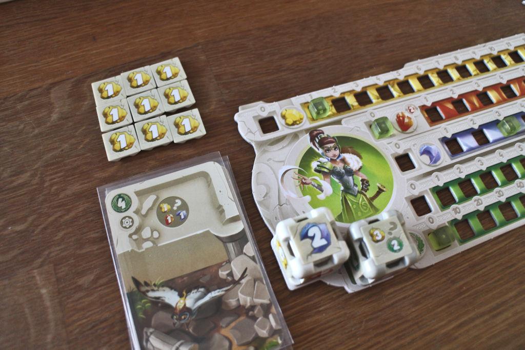 Noppien jälkeen toimivat kuvan insinöörikortit. Kuvan kortilla saa yhden kullan tai kristallin.